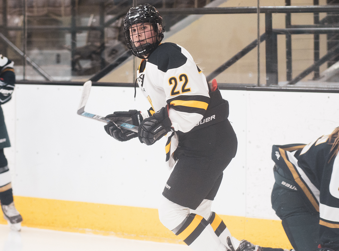 Yellowjackets Clipped on Late Power-Play Goal at No. 5 Eau Clare